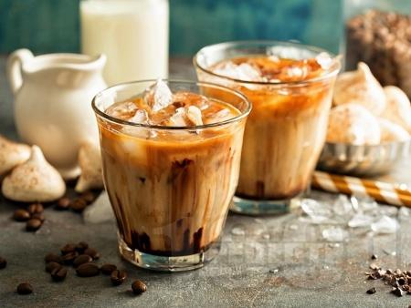 Айскафе с шоколад, сладолед и ликьор - снимка на рецептата